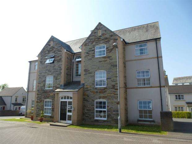 2 Bedrooms Flat for sale in Myrtles Court, Pillmere, Saltash, Cornwall
