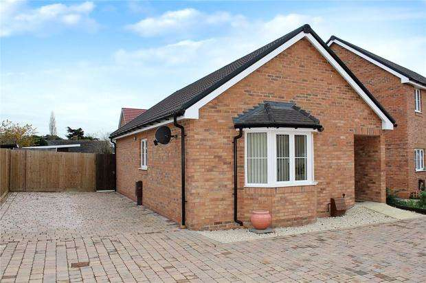 2 Bedrooms Detached Bungalow for sale in Tiller Close, Yapton, Arundel, BN18