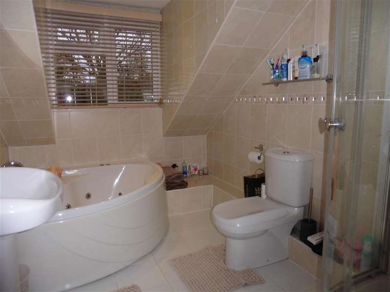 4 Bedrooms Bungalow for sale in Glen Close, Polegate, East Sussex