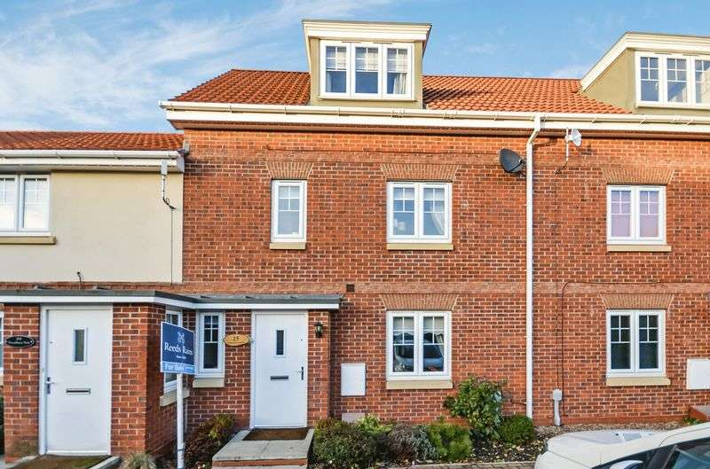 3 Bedrooms Terraced House for sale in 25 Woodheys Park, Kingswood, Hull, HU7 3AN