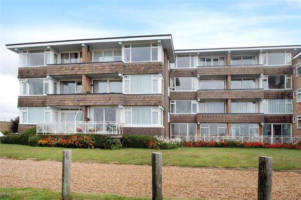 1 Bedroom Apartment Flat for sale in Dolphin Court, Dolphin Way, Rustington, West Sussex, BN16