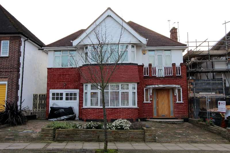 5 Bedrooms Detached House for sale in Highfield Gardens, NW11