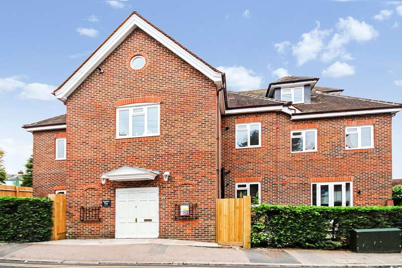 2 Bedrooms Apartment Flat for sale in Junction Road, Dorking, Surrey, RH4