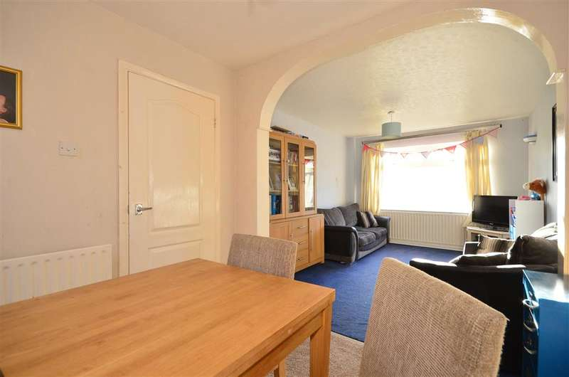 3 Bedrooms Terraced House for sale in Shaftesbury Avenue, Waterlooville, Hampshire