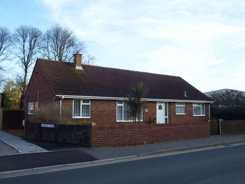 4 Bedrooms Detached Bungalow for sale in Millfield, Chard