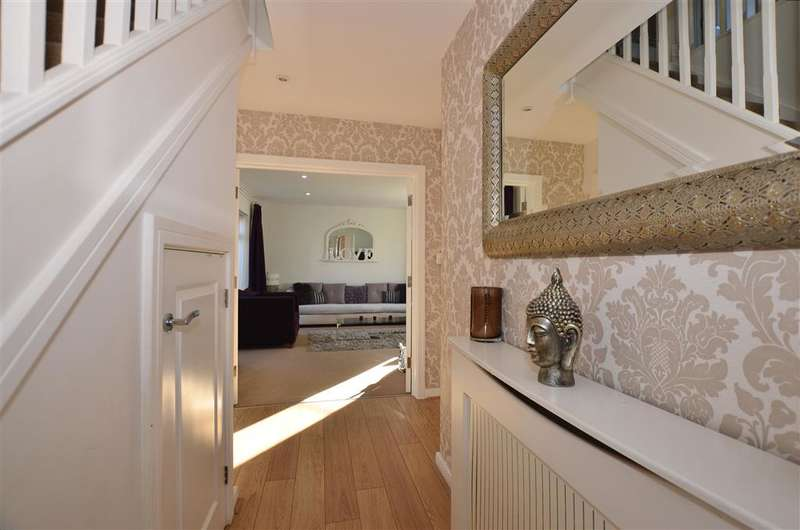 5 Bedrooms Detached House for sale in Hedgerows, Hoo, Rochester, Kent