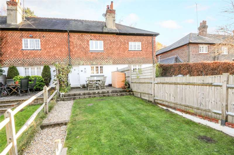 3 Bedrooms Terraced House for sale in Hillside Cottages, Blackheath Lane, Blackheath, Guildford, GU4