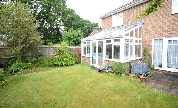 4 Bedrooms Detached House for sale in Brewers Close, Farnborough, Hampshire