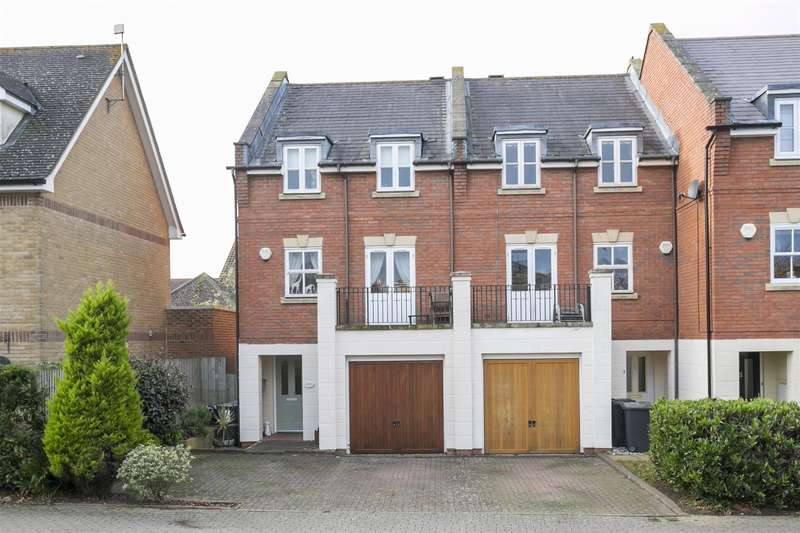 3 Bedrooms Property for sale in Bovarde Avenue, Kings Hill, West Malling