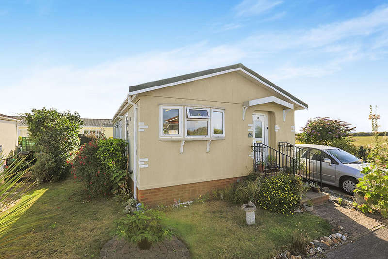 2 Bedrooms Detached Bungalow for sale in Greenacres Park Golf Road, Deal, CT14