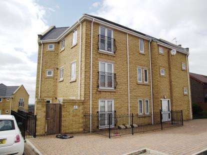 2 Bedrooms Flat for sale in Hare Hill Road, Hyde, Greater Manchester