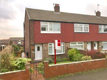 3 Bedrooms Semi Detached House for sale in Coniston Drive, Stalybridge, Greater Manchester