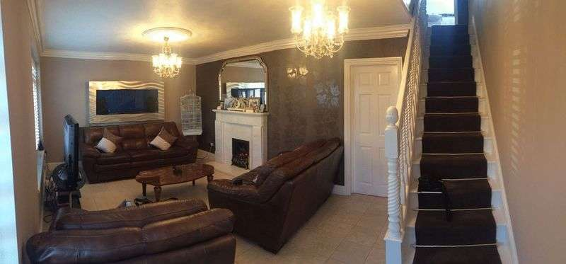 3 Bedrooms Terraced House for sale in Three Bedroom Terraced House For Sale On Murray Square