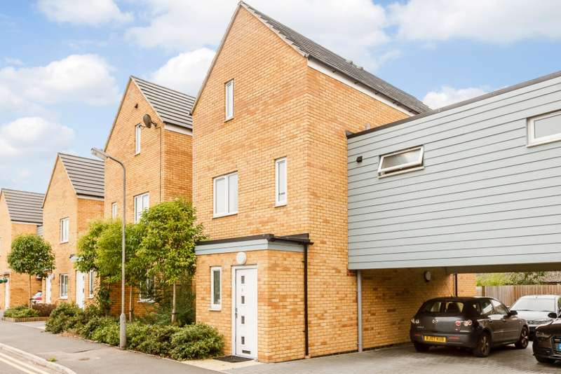 4 Bedrooms Link Detached House for sale in Brown Willis Close, Bletchley, Milton Keynes