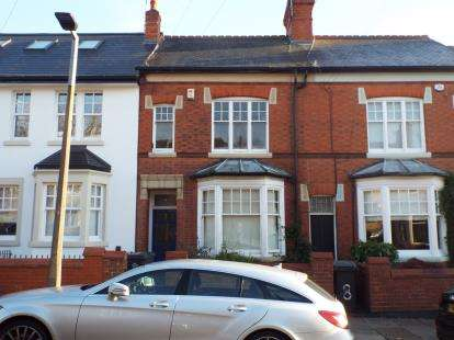 4 Bedrooms Terraced House for sale in Knighton Church Road, Stoneygate, Leicester, Leicestershire