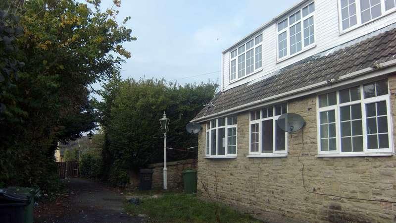 3 Bedrooms Bungalow for sale in Park Street, Dewsbury