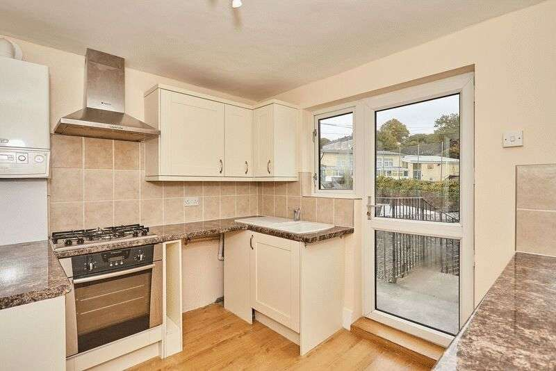 1 Bedroom Flat for sale in Saltash Road, Plymouth. Large spacious One bedroom top floor flat.