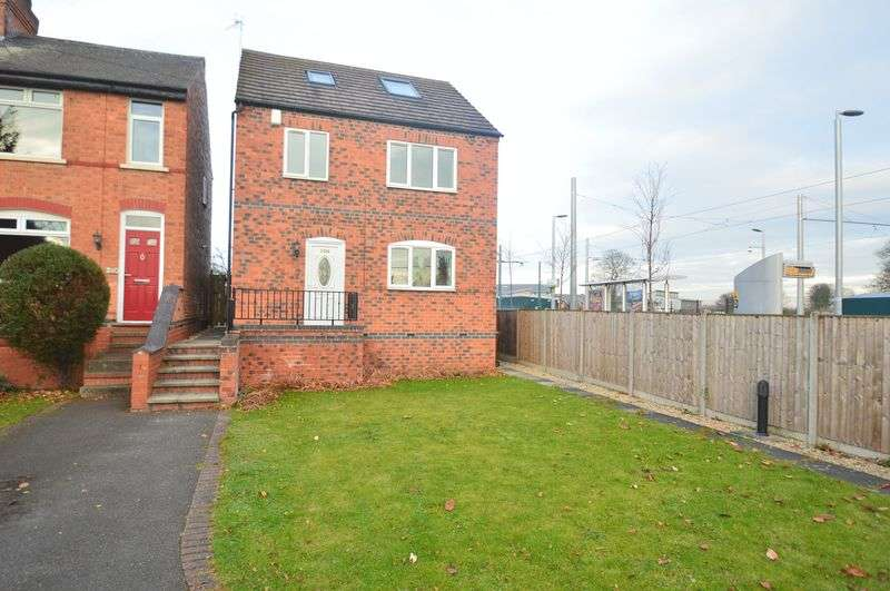 4 Bedrooms Detached House for sale in Wilford Lane, Nottingham