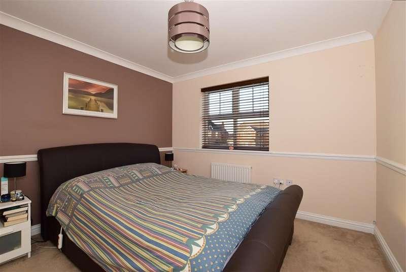 3 Bedrooms Detached House for sale in Caspian Way, Neptune Park, Swanscombe, Kent
