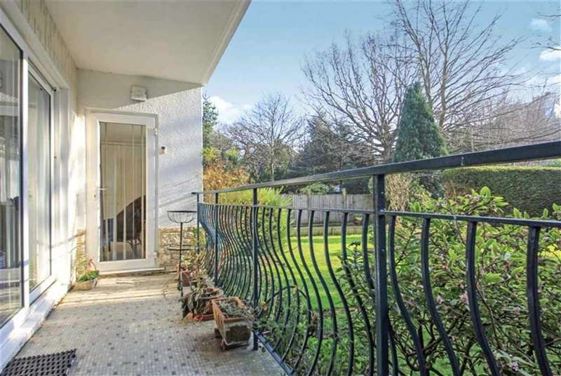 3 Bedrooms Property for sale in Villa Capri, East Cliff, Bournemouth, BH1