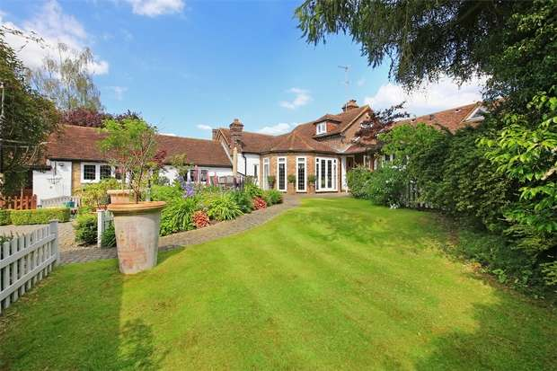 4 Bedrooms Detached House for sale in The Avenue, Radlett, Herts