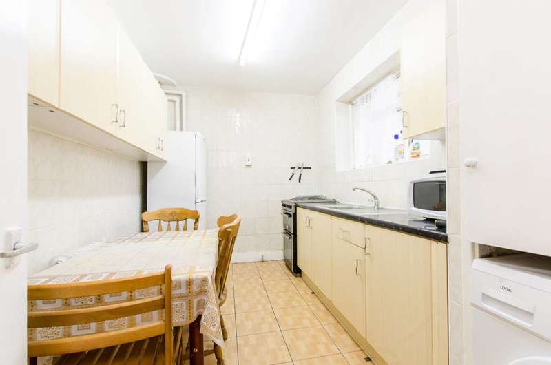 2 Bedrooms Flat for sale in Jubilee Street, Stepney, E1