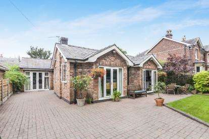 2 Bedrooms Bungalow for sale in Sagars Road, Handforth, Wilmslow, Cheshire