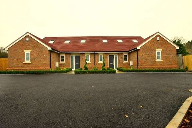 3 Bedrooms Semi Detached Bungalow for sale in Oundle Avenue, BUSHEY, Hertfordshire