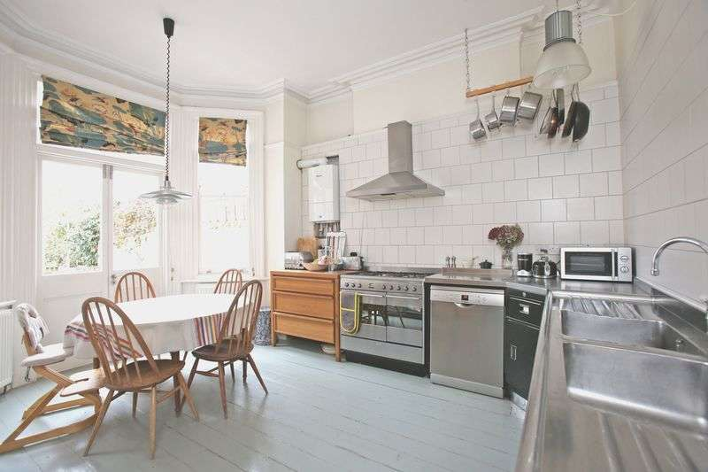 4 Bedrooms Flat for sale in Walm Lane, Within Mapesbury Conservation Area