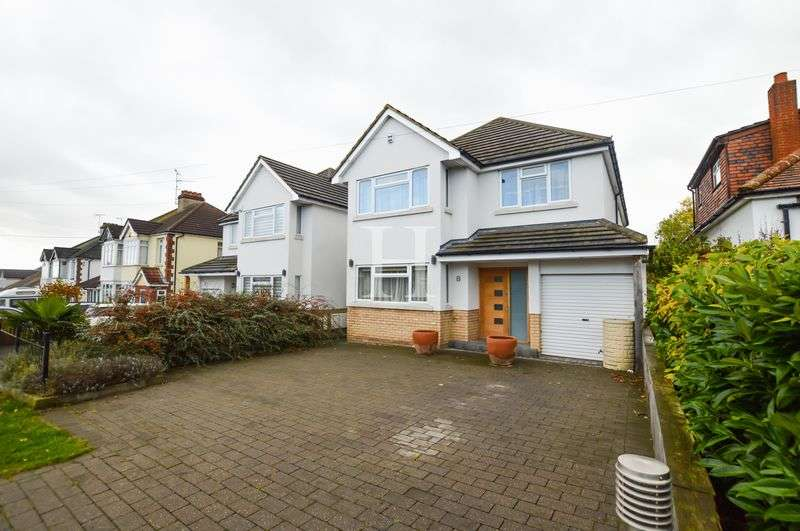 4 Bedrooms Detached House for sale in Victor Gardens, Hockley, Essex, SS5
