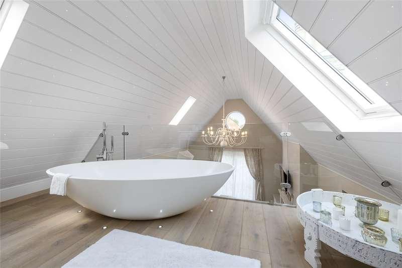4 Bedrooms Detached House for sale in Bridge Road, Weybridge, Surrey, KT13
