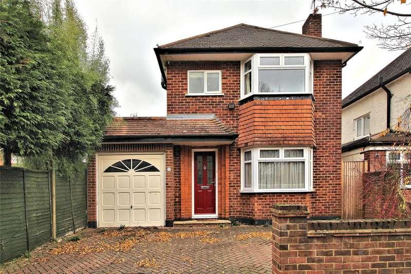 3 Bedrooms Detached House for sale in The Moorlands, Woking, Surrey, GU22