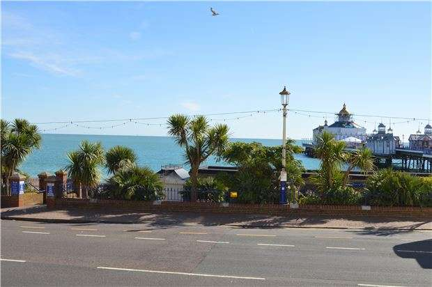 2 Bedrooms Flat for sale in Grand Parade, Eastbourne