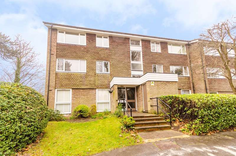 2 Bedrooms Flat for sale in Freethorpe Close, Crystal Palace, SE19