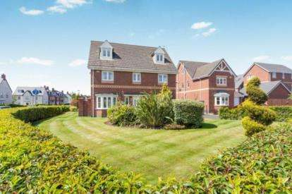 5 Bedrooms Detached House for sale in Savannah Place, Chapelford Village, Warrington, Cheshire
