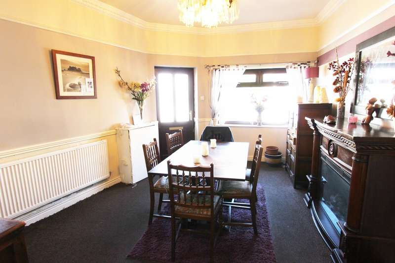 3 Bedrooms End Of Terrace House for sale in Preston Old Road, Blackpool
