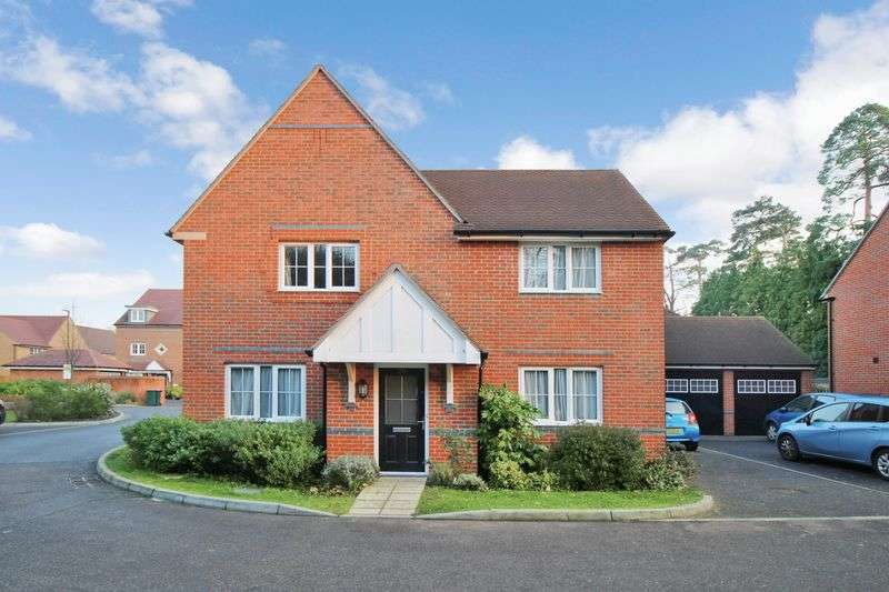 4 Bedrooms Detached House for sale in Little Paddock Close, Crawley