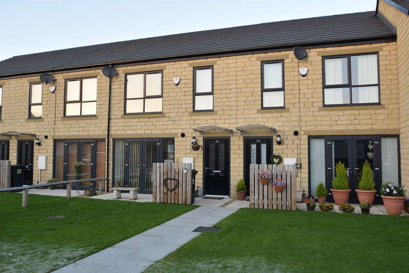3 Bedrooms Terraced House for sale in Red Holt Avenue, BD21