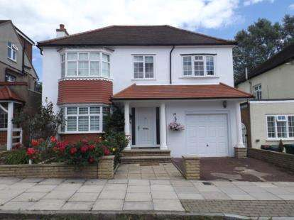 5 Bedrooms Detached House for sale in Oakleigh Crescent, Whetstone