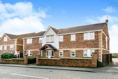 2 Bedrooms Flat for sale in Prospect Court, Owlcotes Road, Pudsey, West Yorkshire