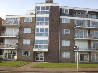 2 Bedrooms Flat for sale in 33 Marine Parade East, Clacton-On-Sea, Essex