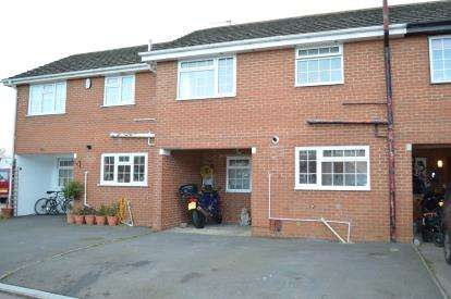 4 Bedrooms Terraced House for sale in Throop, Bournemoth, Dorset