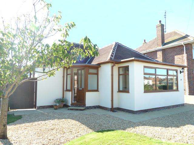 2 Bedrooms Detached Bungalow for sale in Queens Walk, Thornton Cleveleys, Lancashire, FY5 1JU