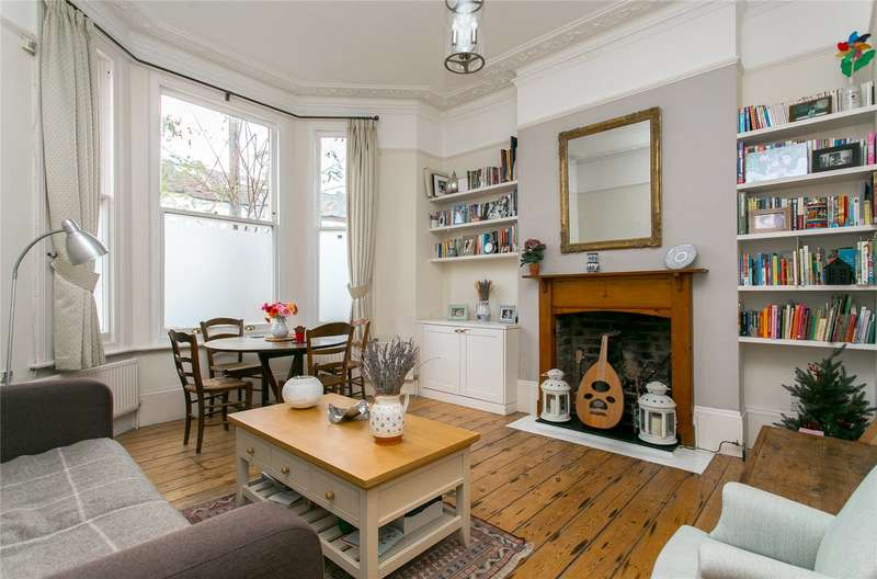 2 Bedrooms Flat for sale in Ormeley Road, London, SW12