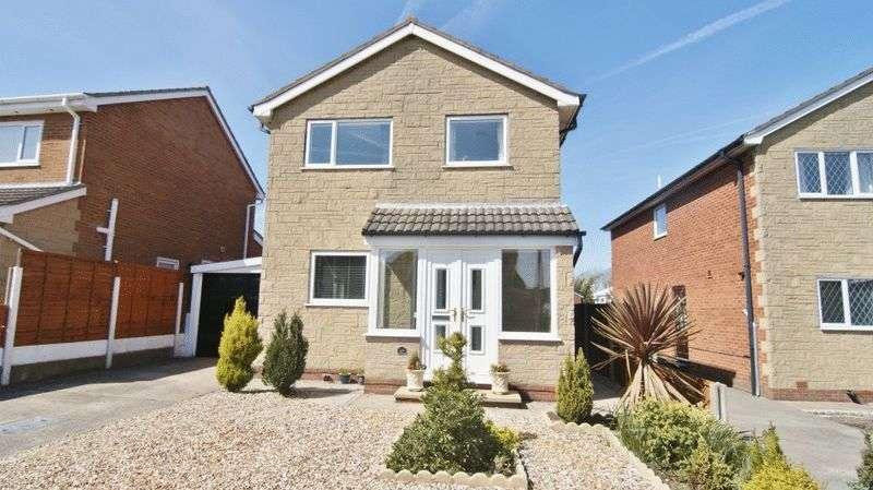 4 Bedrooms Detached House for sale in Greenacres, Freckleton PR4 1PS