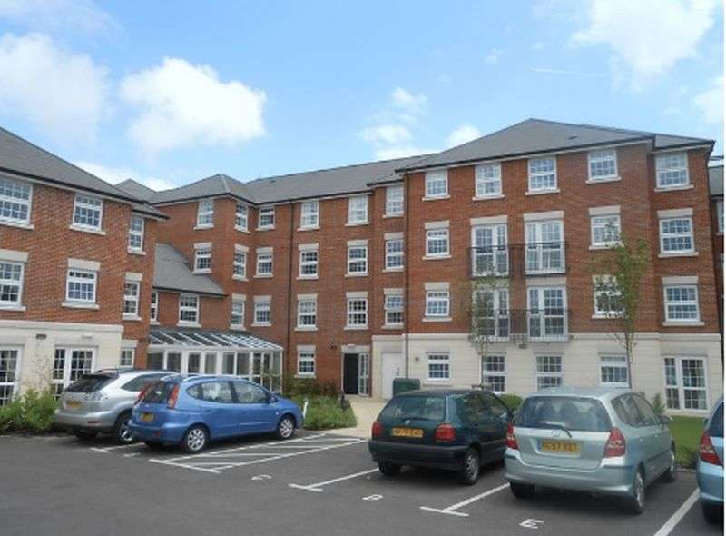 1 Bedroom Flat for sale in Weighbridge Court,High Street, Ongar: NO CHAIN one bed second floor Assisted Living retirement apartment
