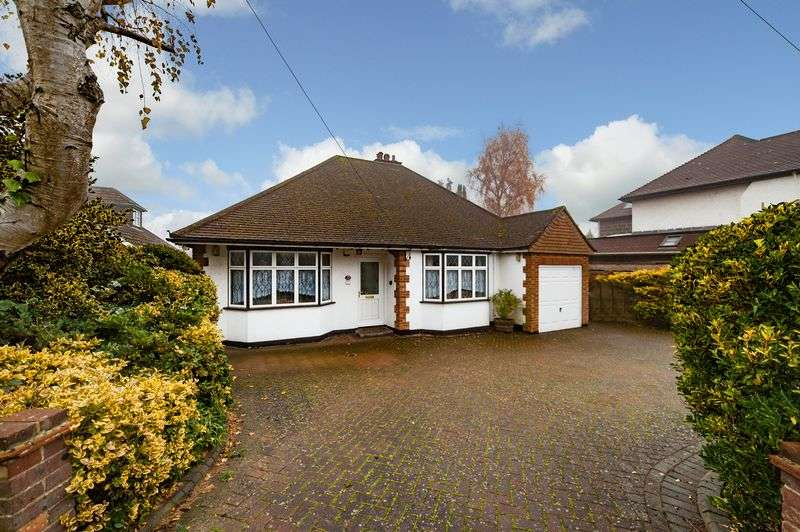 2 Bedrooms Detached Bungalow for sale in Beacon Way, Rickmansworth, WD3 7PQ