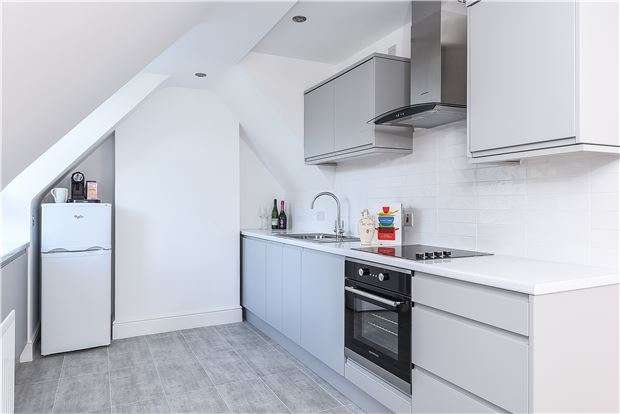 2 Bedrooms Flat for sale in Hill House Road,, SW16