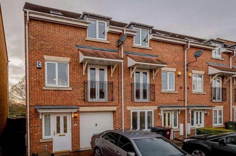 3 Bedrooms House for sale in Coleridge Way, Borehamwood, WD6