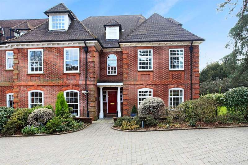 3 Bedrooms Ground Flat for sale in Bracken Place, Chilworth, Southampton, SO16
